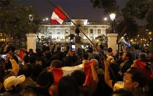 Manifestaciones de apoyo en Perúpor la disolución del Congreso.