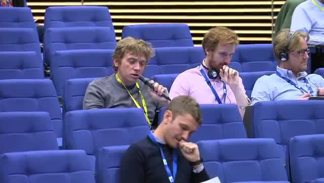 Pregunta y respuesta sobre el brexit con canciones de Abba en la Comisión Europea.