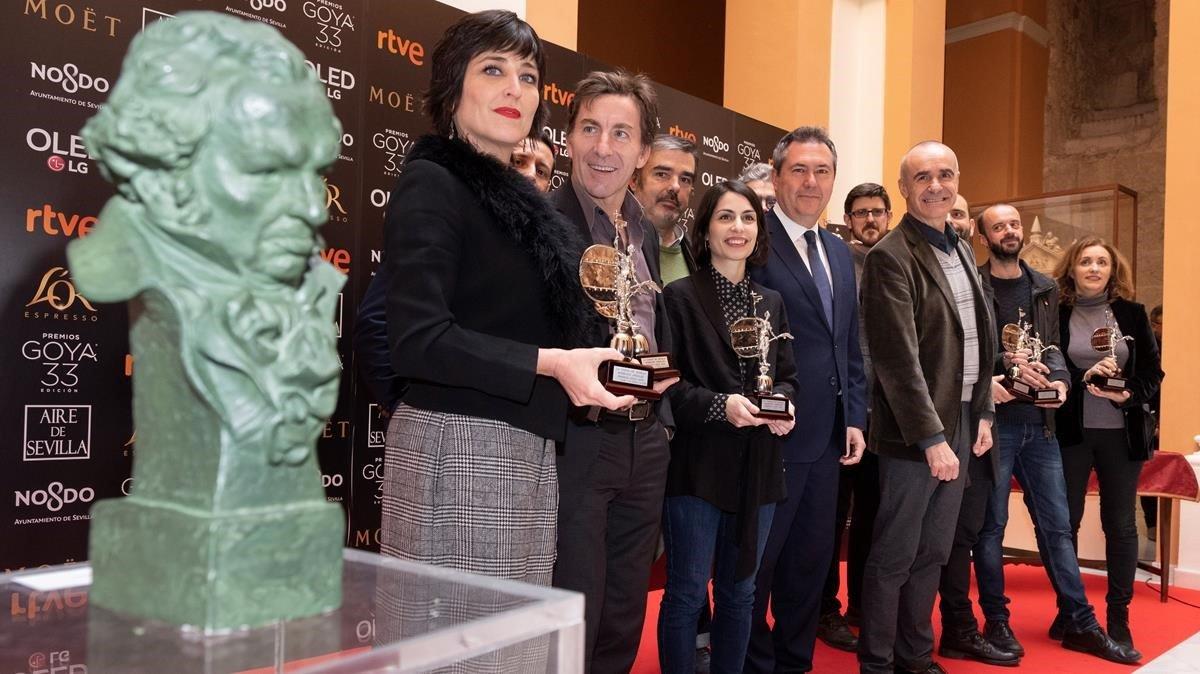 El alcalde Sevilla, con representantes del cine andaluz y los nominados andaluces a los Goya, este viernes.
