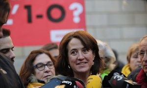 La presidenta de la ANC, Elisenda Paluzie, este lunes en la plaza de Sant Jaume.