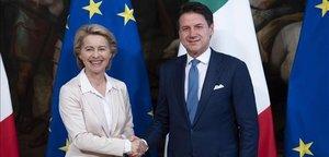 El primer ministro de Italia, Giuseppe Conte, recibe a la presidenta electa de la Comisión Europea, Ursula von Leyen.