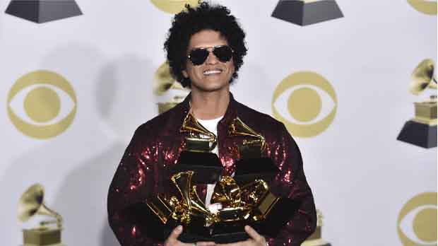 Bruno Mars se convierte en el ganador de la noche con seis premios.