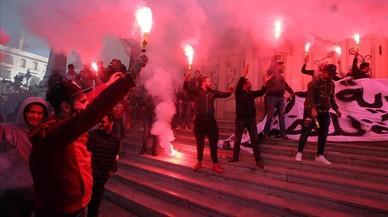 Túnez vuelve indignada a la calle siete años después de la revolución