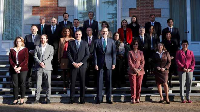 El Rey preside su primer Consejo de Ministros de un Gobierno de coalición.