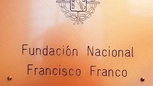 Exaltar Franco desgrava com fer donacions a una oenagé
