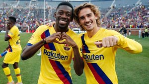 Dembélé y Griezmann festejan el triunfo del Barça en Míchigan.