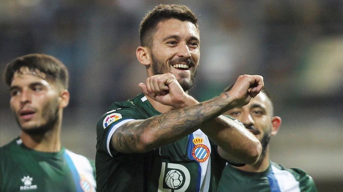 Ferreyra, entre Lluís López y Vargas, celebra su gol ante el Zorya.