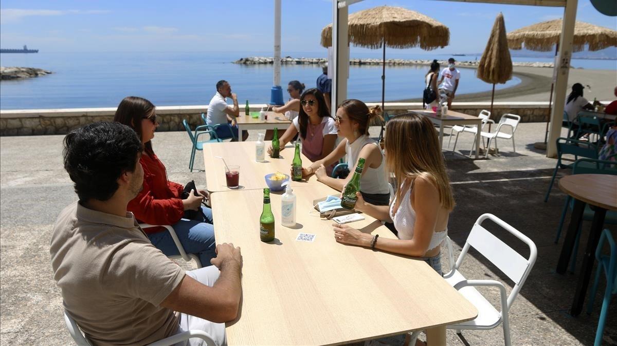 Una terraza, en Málaga, este miércoles.