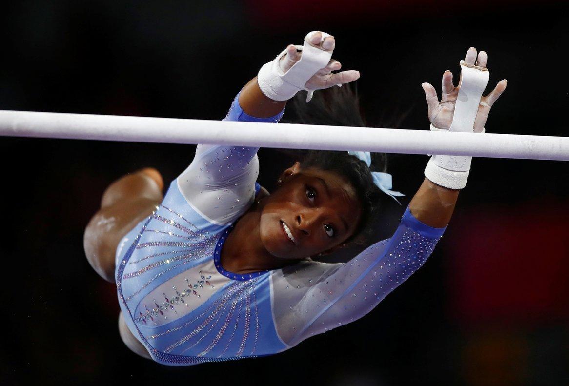 Biles, de 22 años, aspira en la ciudad alemana a ampliar su récord de 14 medallas en Mundiales.