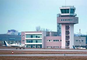 La torre de control de laeroport de Sabadell, una de les que seran privatitzades al llarg de lany que ve.