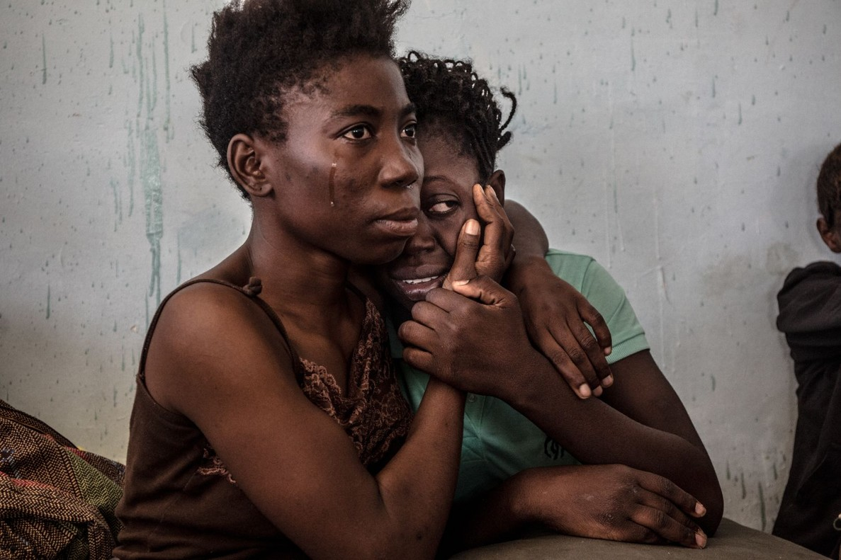 La trampa libia para los migrantes, de Daniel Etter, donde aparecen refugiadas nigerianas en un centro de detención de Libia, en agosto pasado.