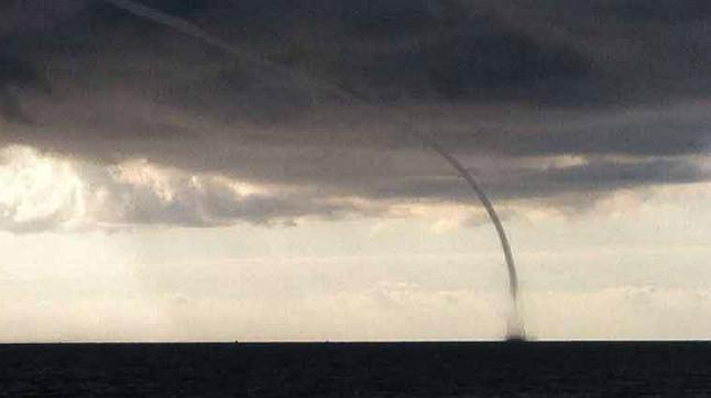 Tromba marina ante las costas de Alicante.