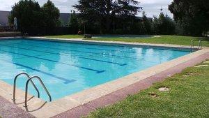 Una imagen de una piscina.