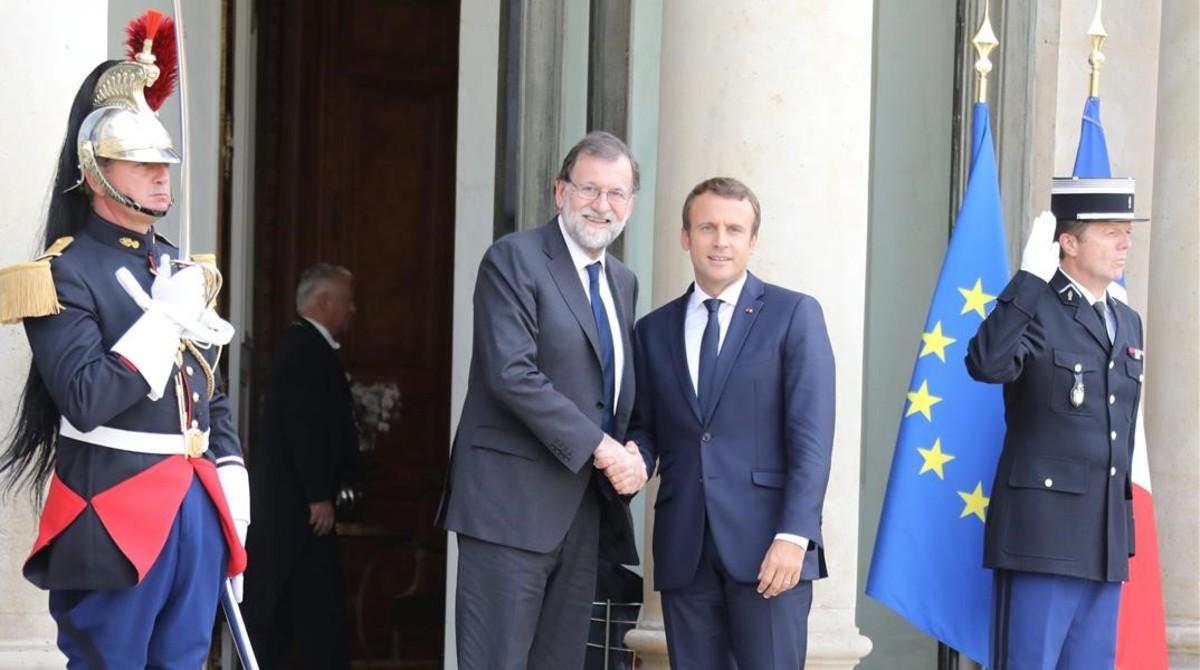 El presidente francés, Enmmanuel macron, recibe al español, Mariano Rajoy.
