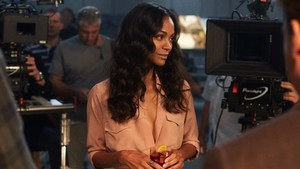 Zoe Saldana en el making of del anuncio
