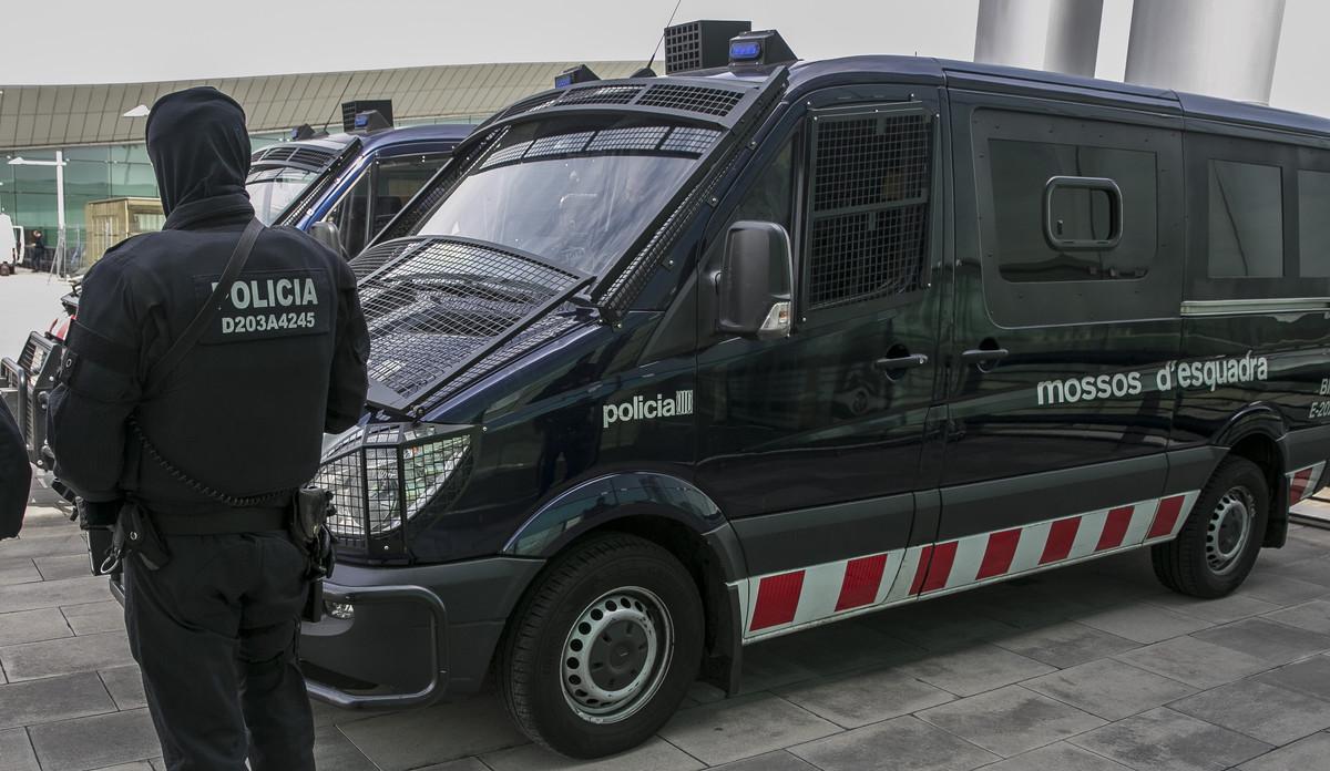 Unos mossos, de patrulla.