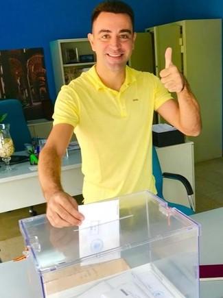 Xavi vota de amarillo esta semana en la embajada española en Doha.
