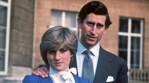 Lady Di y el príncipe Carlos, el 24 de febrero de 1981, día de su compromiso.