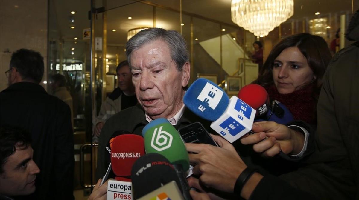 Corcuera, a la salida de una reunión de históricos dirigentes del PSOE en Madrid, el 28 deenero del 2016.