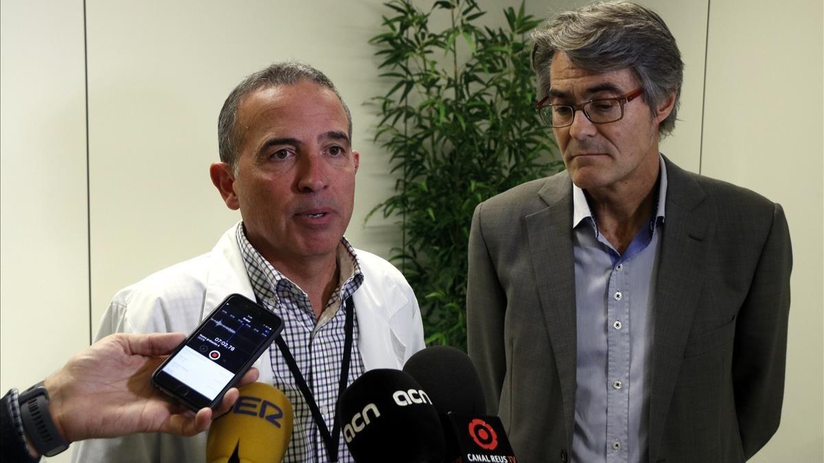 El director del Hospital Sant Joan de Reus, Òscar Ros, y el subdirector de Salut Pública en el Camp de Tarragona, Conrad Casas.