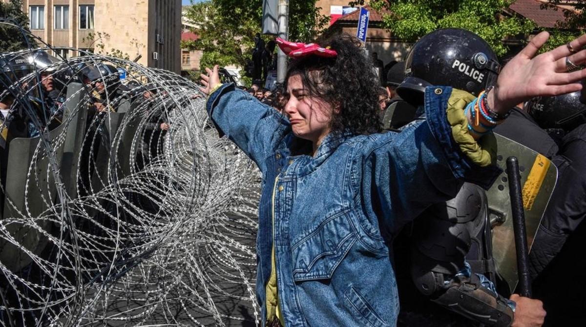 Milers d'armenis protesten al carrer contra la tornada al poder de l'expresident Sargsyan