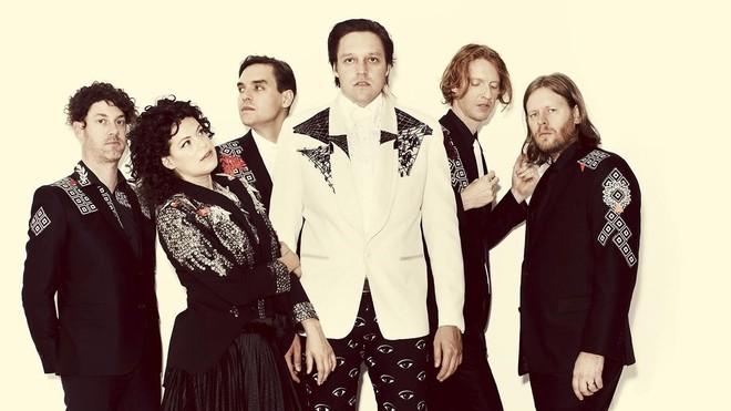 Arcade Fire. Tim Kingsbury es el primero por la derecha.