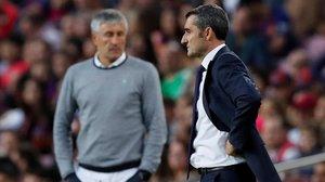 Ernesto Valverde y Quique Setién, durante el partido del domingo en el Camp Nou.