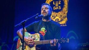 Pau Donésen el concierto para recaudar fondos para lalucha contra el cancer en la Sala Luz de Gas en el 2015.