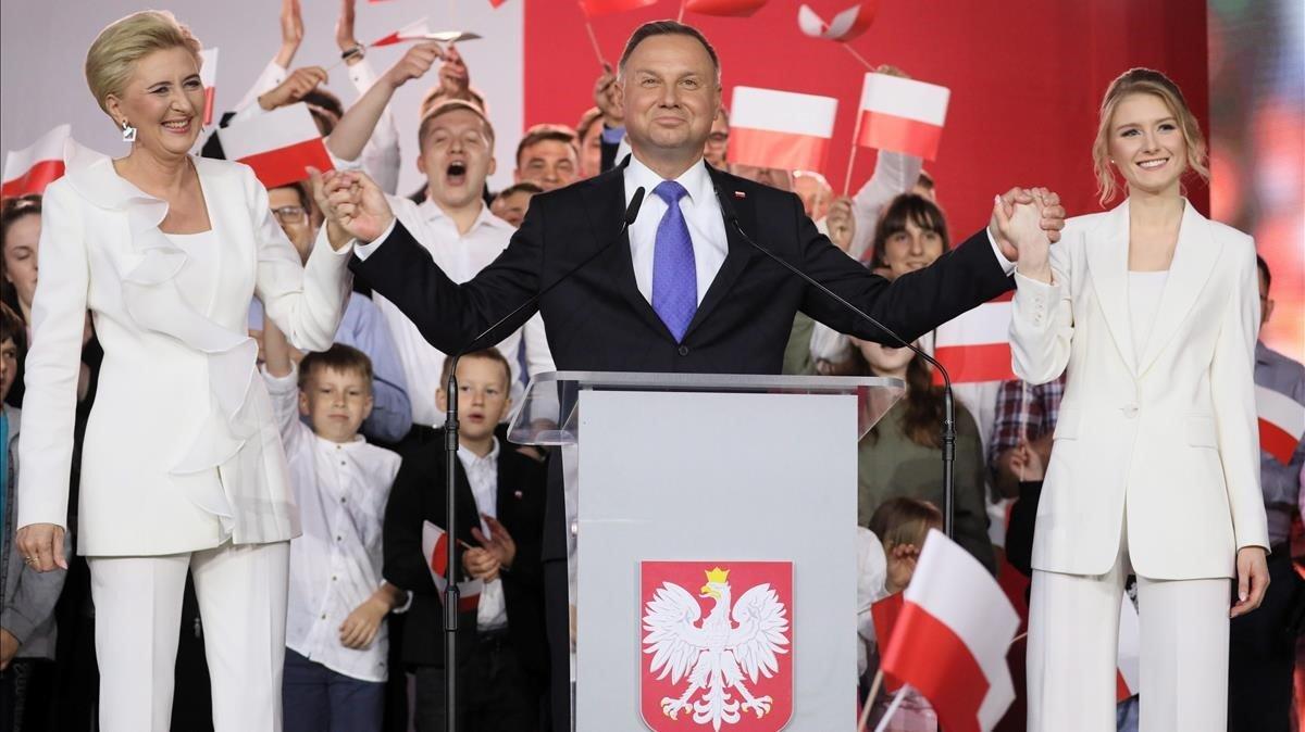Els sondejos donen un exigu avantatge als ultraconservadors a les eleccions poloneses