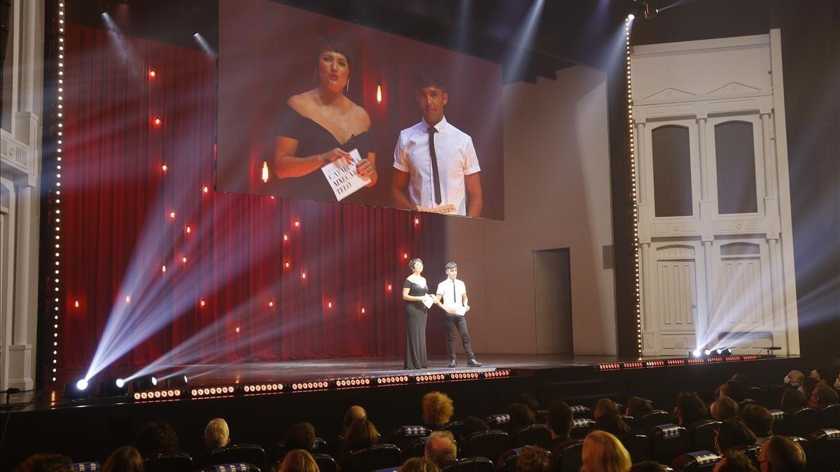 Silvia Abril y el Mago Pop en un momento de la gala en el Victòria.