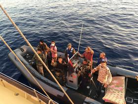 Momento del incidente de la embarcación de Proactivo con guardacostas libios.