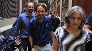 Joan Herrera, Pablo Iglesias i Dolors Camats, aquest divendres, abans de la seva reunió a la seu dICV.