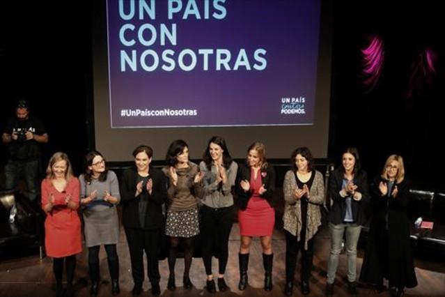 Mujeres y política 8 La alcaldesa de Barcelona, Ada Colau, junto a otras dirigentes, ayer, en Madrid.