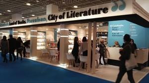 El pabellón conjunto de Catalunya y Barcelona en la Feria del Libro de Fráncfort 2017.