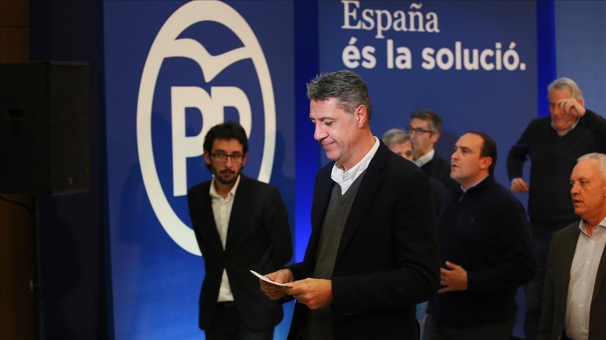 García Albiol, rodeado de la cúpula del PPC, durante la comparecencia para valorar los resultados del 21D.