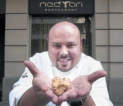 El chef Jordi Esteve, delante de su restaurante Nectari.