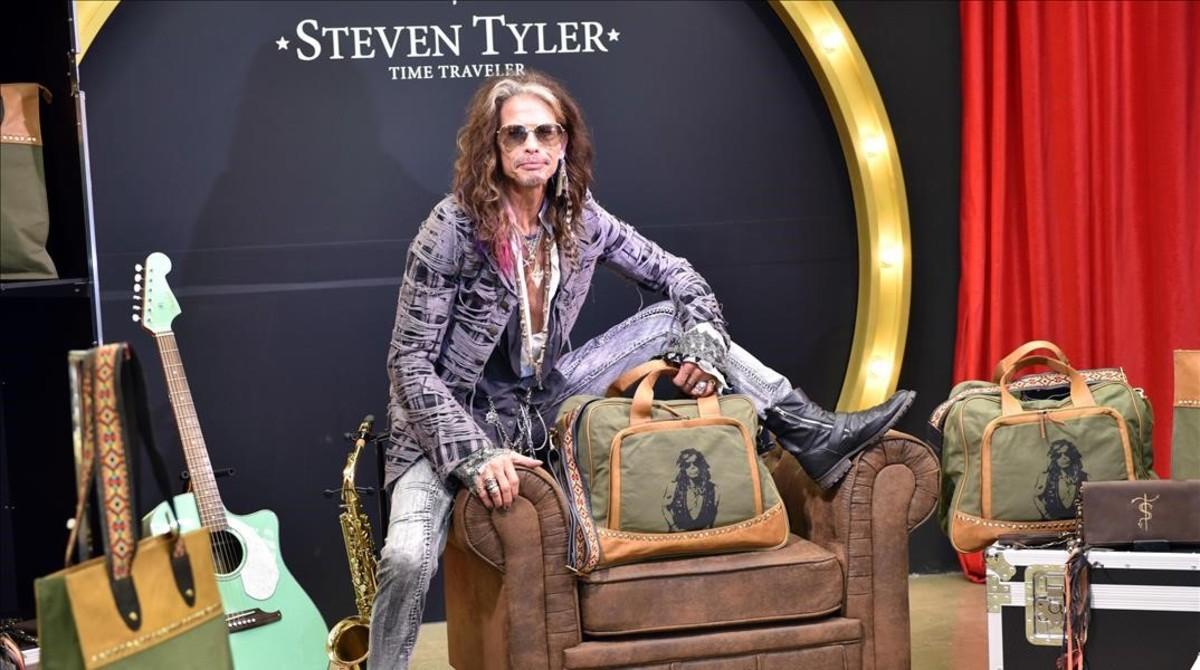 Steven Tyler presenta una colección de bolsos y maletas en el festival  Starlite en Marbella. af11fdccfdb