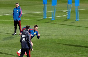 Luis Enrique presencia un entrenamiento en la concentración de la selección española.