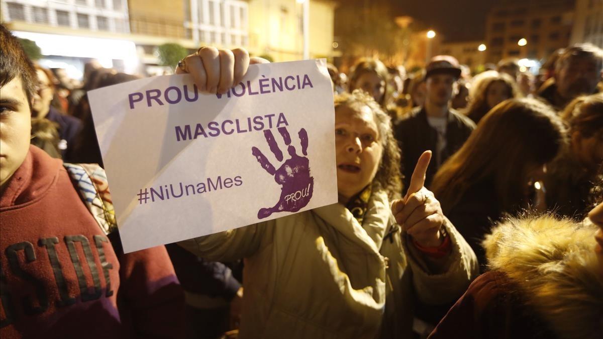 Concentración en Santa Perpètua por el asesinato de una mujer en febrero del 2017