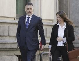 El ex consejero madrileño Alberto López Viejo a su llegada a la Audiencia Nacional acompañado de su abogada.