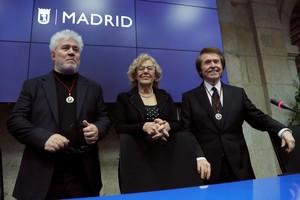 Almodóvar y Raphael, hijos adoptivos de Madrid.