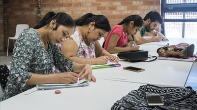 La escuela de adultos comunitaria La Troca lucha por su supervivencia