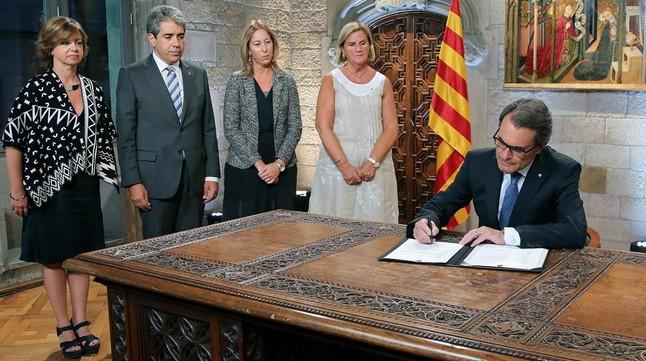 Artur Mas, durante el acto de firma del decreto de disolución del Parlamento de Catalunya y de convocatoria de elecciones para del pasado27 de septiembre.