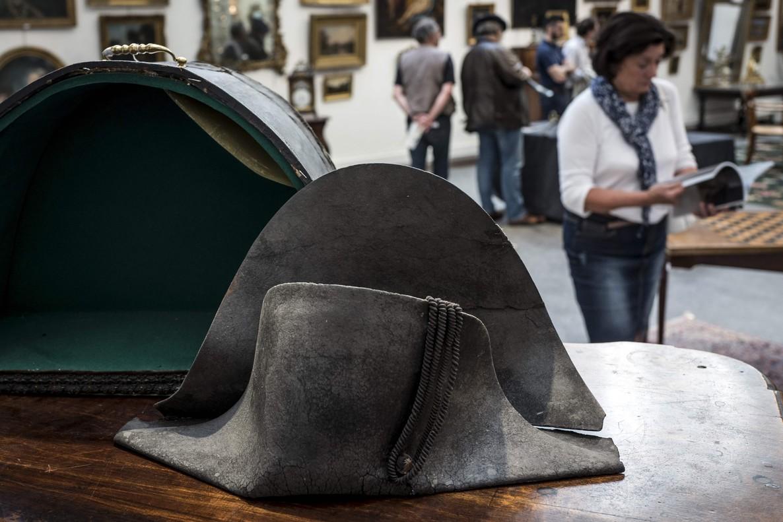 Subastaron en 350 mil euros el sombrero bicornio de Napoléon Bonaparte
