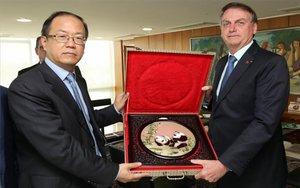 Jair Bolsonaro yWei Yao, presidente de Huawei.