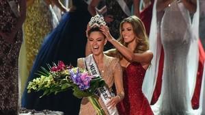 La sudafricanaDemi-Leigh Nel-Peters, de 22 años, se convirtió en Miss Universo 2017.
