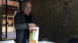 Ferran Adrià, durante la presentación del libro 'Bebidas' en la Vila Viniteca, en Barcelona.