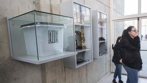 En el colegio electoral de Sant Joan de Ramis se expone una urna del 1-O.