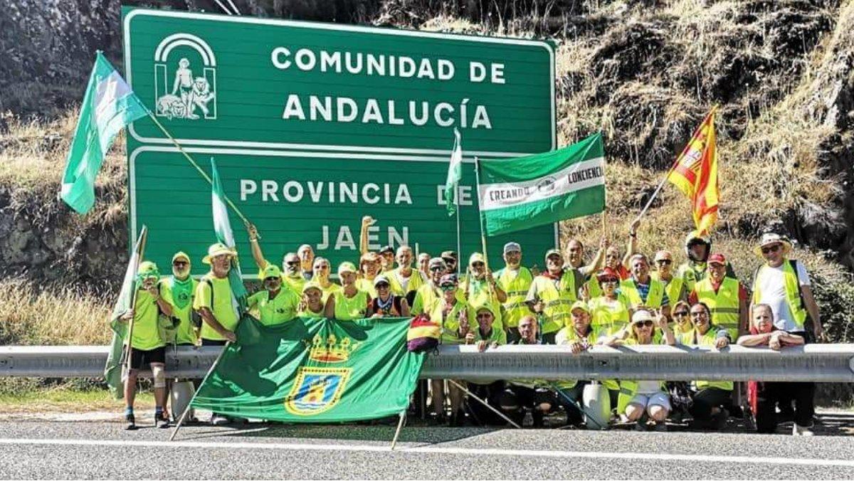 Columna sur de la Marcha de Pensionistas entrando en la provincia de Jaén, de camino a Madrid.
