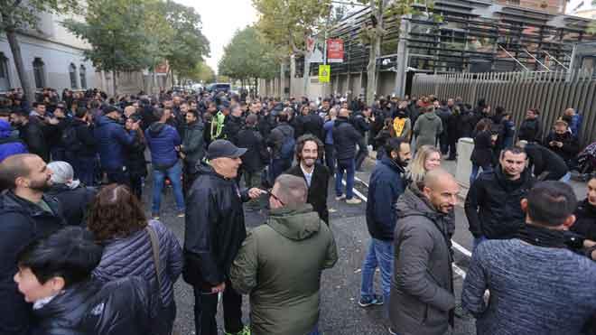Concentración de mossos ante la Conselleria de Interior.